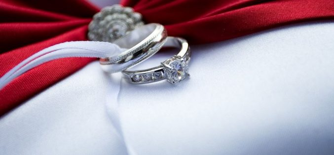 Pros And Cons Of Buying Diamond Jewellery Online